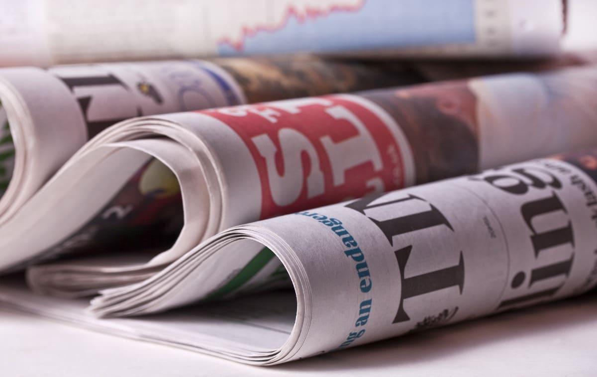 Zeitung lesen in einer Fremdsprache