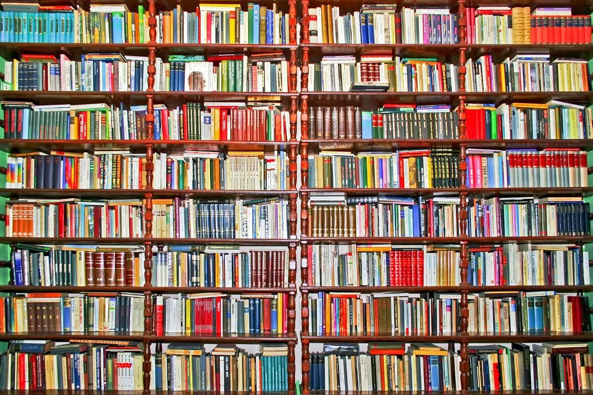 Bücher mit kyrillischer Schrift