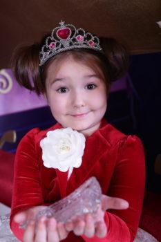 4-jähriges russisches Mädchen spricht 8 Sprachen
